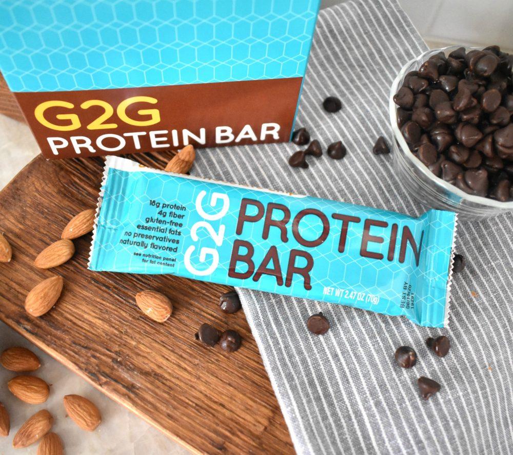 almond-chocolate-chip-organic-protein-bar