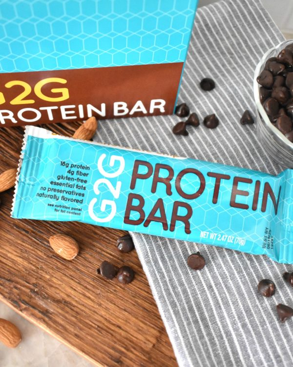 almond-chocolate-chip-organic-protein-bar